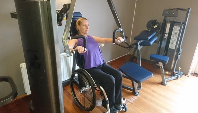 rolstoeler met fitnessapparaat